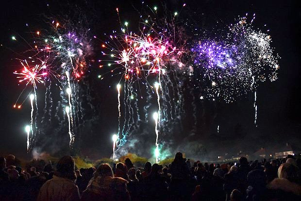 beckenham-fireworks-3-yt-lst263778_thumb